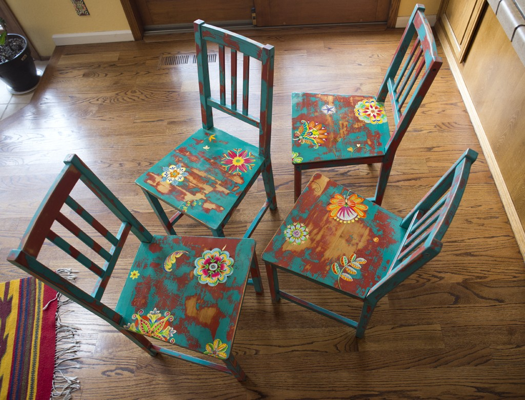2010_four_chairs_2